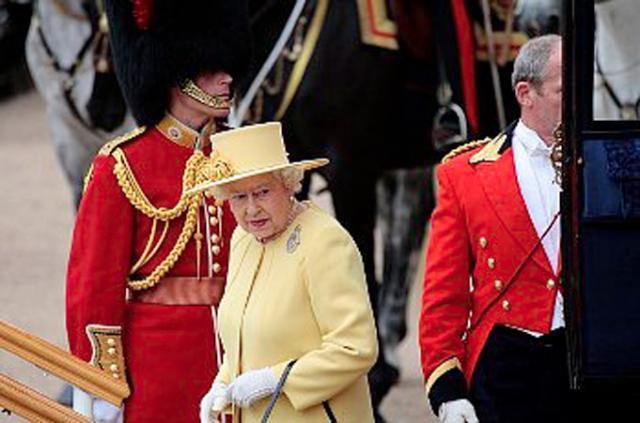 Regina Elisabeta a II-a a Marii Britanii, cea mai puternică femeie din lume. Foto: Corbis