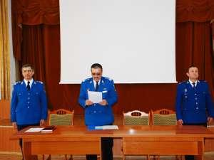 Colonelul Liviu Marian, în dreapta, colonelul Laurenţiu Hopu, în stânga, alături de colonelul Marcel Ostafi, în centru