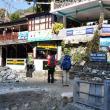 La intrarea în parcul naţional Annapurna sunt verificate permisele de acces