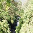 Una din numeroasele cascade din Himalaya