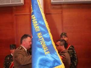 Actualul comandant al unităţii, colonelul Mugurel Anton, a primit steagul de identificare al CMJ Suceava