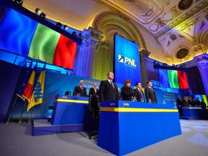 Prezidiul Congresului Extraordinar al PNL. Foto: MediaFax