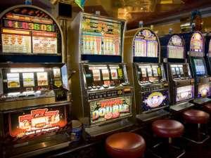Un jucător a reclamat că a câştigat 19.000 de lei la păcănele şi nu i se dau banii