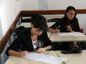 Notele obţinute de elevi la prima simulare a examenului de bacalaureat vor fi trecute în catalog