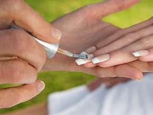 La ce riscuri te expui dacă apelezi des la manichiura cu gel