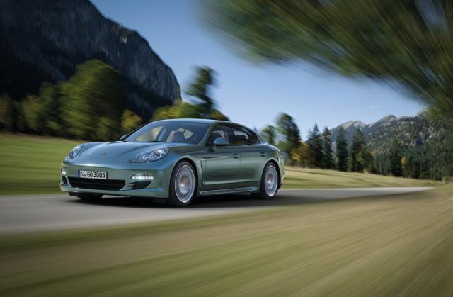 Porsche Panamera este cea economică limuzină premium sport