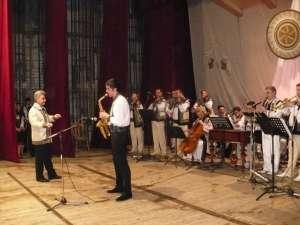 """Elevi şi profesori din cadrul Colegiului """"Alexandru Ioan Cuza"""" Suceava au sărbătorit, printr-o suită de momente artistice, frumuseţea şi bogăţia primăverii"""
