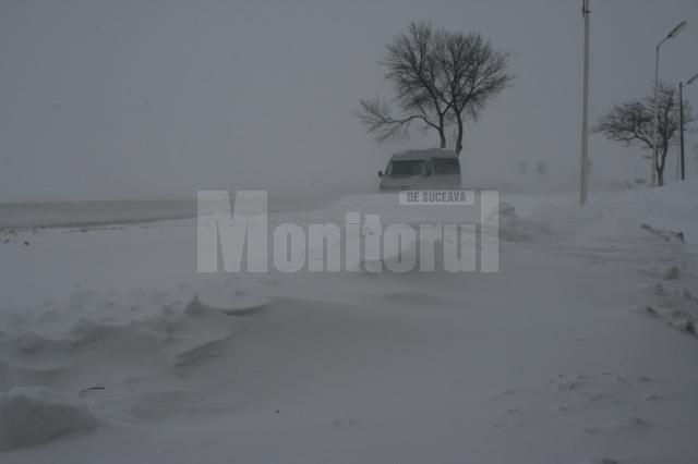 Două drumuri judeţene au fost închise din cauza vântului