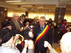 Sucevenii care au împlinit 50 de ani de căsătorie în primul trimestru al anului, felicitaţi de primarul Ion Lungu