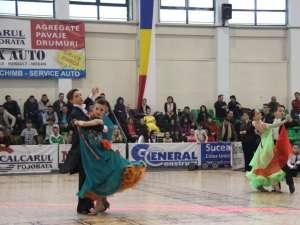Sute de dansatori sportivi, din 11 judeţe, au participat la Festivalul Naţional de Dans Sportiv, organizat la Suceava