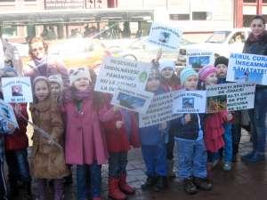 Peste trei sute de copii au participat la un marş pentru un oraş mai curat