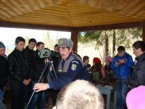 Elevilor le-au fost prezentate tehnica şi mijloacele folosite de poliţiştii de frontieră