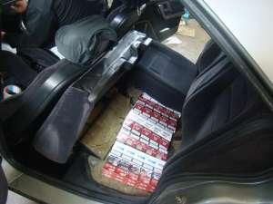 """Maşină """"capitonată"""" cu ţigări de contrabandă"""