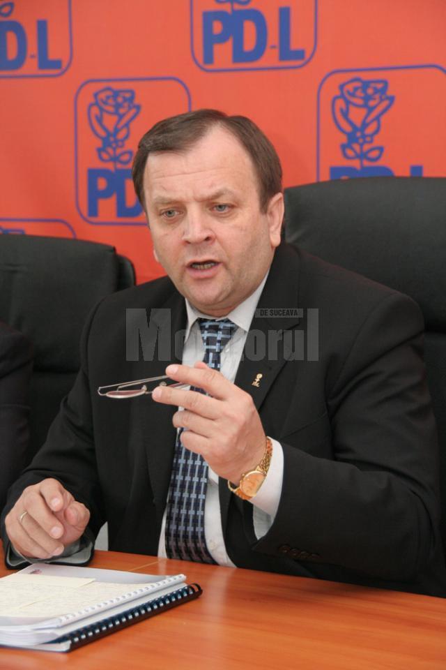 """Gheorghe Flutur: """"Guvernarea USL nu a realizat stimularea economiei, ci frânarea ei"""""""