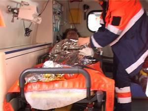 Din cauza gravelor arsuri suferite, bărbatul în vârstă de 49 de ani şi fata de 13 ani au fost duşi cu elicopterele la Spitalul de Arşi de la Bucureşti