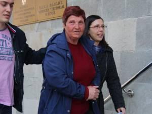 Maria Belei a fost adusă ieri cu cătușe la mână la Parchetul de pe lângă Judecătoria Suceava