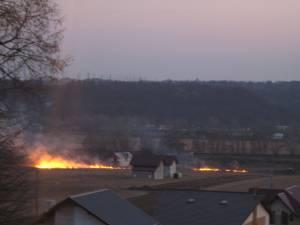 Incendii extinse, provocate de cei care dau foc miriştii de pe ogoare