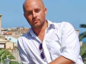 """Florin Cojocaru a acţionat în instanţă universitatea particulară """"Tibiscus"""" din Timişoara, cerând plata a 20.000 de lei pentru daune morale şi 3.890 de euro pentru cheltuielile de întreţinere"""