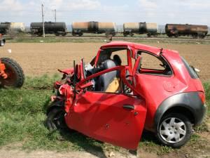 maşina cu care sinucigaşul s-a izbit în camion