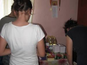 O familie din Dolheştii Mari a primit alimente din partea Carrefour Suceava