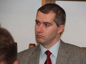Economistul Dan Ionuţ Adomniţei este începând de astăzi noul director executiv al Direcţiei Generale de Asistenţă Socială şi Protecţia Copilului Suceava