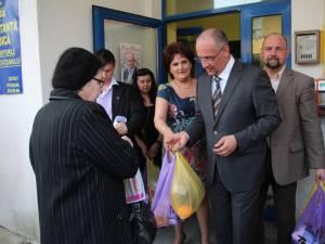 Alexandru Băişanu a donat pachete cu alimente sucevenilor nevoiaşi