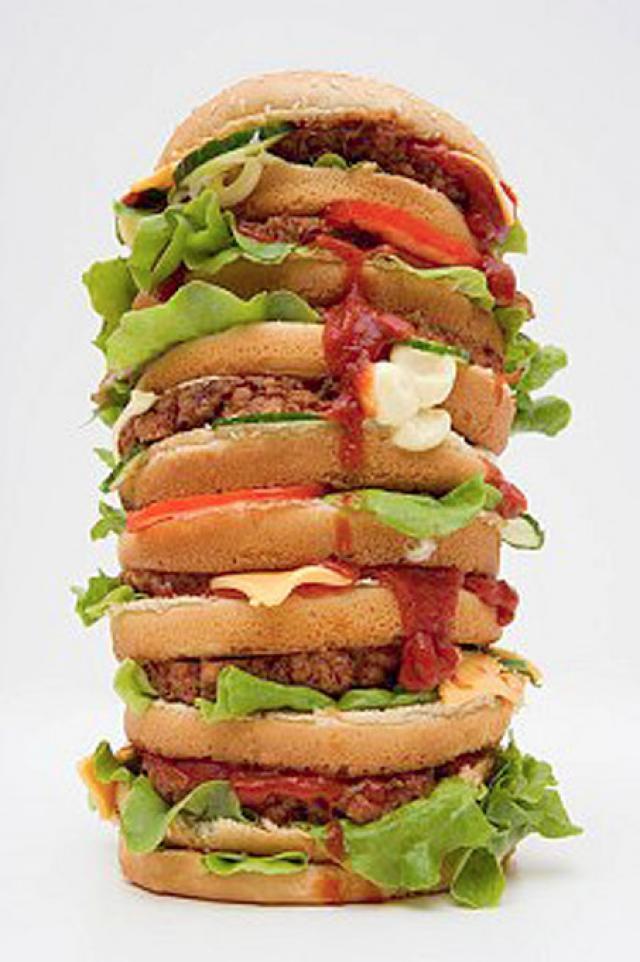 Mâncarea de tip fast-food în exces ne face să îmbătrânim mai repede