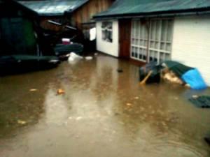 Zeci de oameni, loviţi de blestemul inundaţiilor în Săptămâna Patimilor