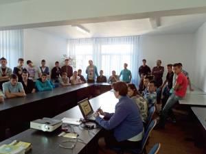 Şedinţa de consiliere la care au participat 40 de tineri care urmează să termine liceul