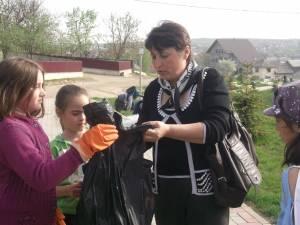Acţiuni de ecologizare, organizate de elevii Liceului Tehnologic Cajvana