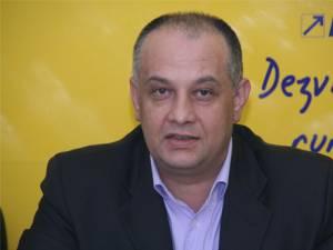 Liderul PNL Suceava, deputatul Alexandru Băişanu, şi preşedintele PNL Rădăuţi, deputatul Constantin Galan, se contrazic în privinţa datei la care vor fi organizate alegerile în filiala liberalilor rădăuţeni