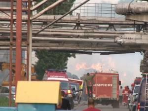 Un puternic incendiu a izbucnit aseară în curtea Ambro