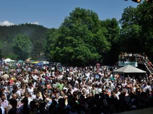 Câteva mii de persoane au participat la Hora Bucovinei