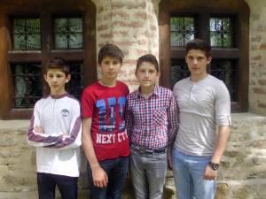 Cătălin (14 ani), Teodor (15 ani), Alexandru (16 ani) şi Andrei Beniamin Antemie (18 ani) cântă sub numele de Milenium Group Brothers