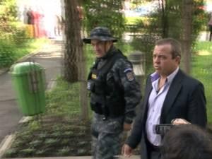 Vasile Florea a fost pus sub acuzare pentru evaziune fiscală şi aderare la grup infracţional organizat, fiind acuzat de afaceri cu facturi fictive în valoare de 4,6 miliarde de lei vechi