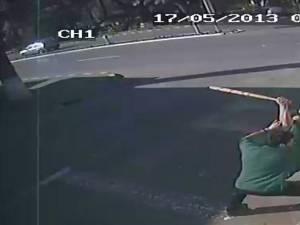 Autorii atacului sălbatic de pe o stradă din zona centrală a oraşului Gura Humorului au plecat din ţară