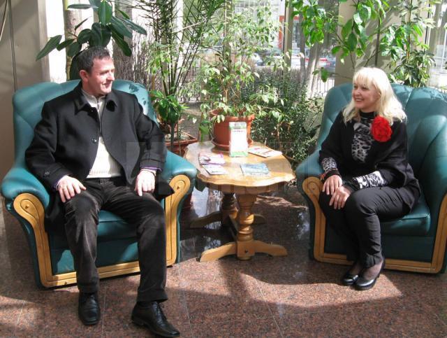 Muzicianul Gheorghe Iovu şi Cristina G. Hlusak