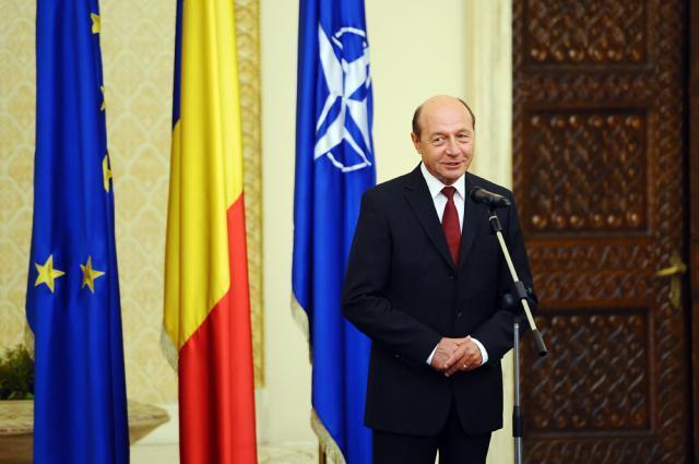 Băsescu: Am declanşat procedura cu două întrebări: dacă români vor Parlament unicameral şi dacă românii vor Parlament cu 300 de membri. Foto: Sorin LUPŞA