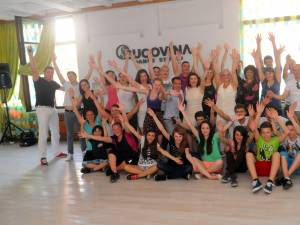 Participanţii la deschiderea oficială a sălii de dans Bucovina Dance Studio