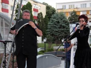 Ovidiu (nai) şi Mihaela Şvarţ (vioară)