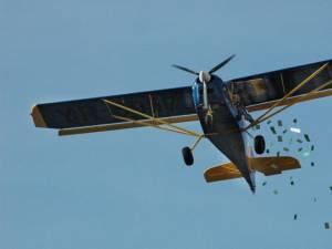 35.000 de fluturaşi au fost distribuiţi din avion pe raza municipiului Suceava