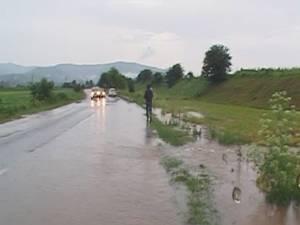 DN 2E a fost inundat în zona Capu Codrului – Păltinoasa