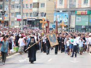20.000 de credincioşi au participat la procesiunea de Sânziene, la Mănăstirea Sf.Ioan şi pe străzile Sucevei