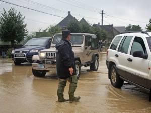 Zece gospodării au fost inundate
