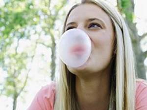 În cazul în care este înghiţită o cantitate mică de gumă, aceasta este eliminată în mod natural de organism Foto: CORBIS