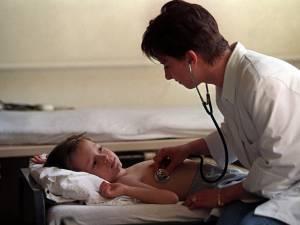 În cazul meningitei acute virale, pacienţii sunt trataţi cu antibiotice între şapte şi zece zile