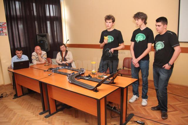 """Tinerii au prezentat proiectul """"Jocurile viitorului – dispozitive controlate prin unde cerebrale"""""""