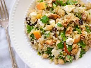 Salată cu quinoa, legume şi feta