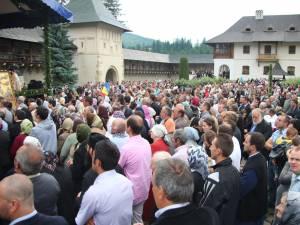 Mii de pelerini l-au sărbătorit pe Sfântul Ştefan cel Mare