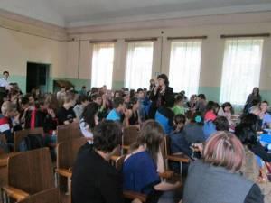 Aproape 250 de elevi, consiliaţi în Campania SOS - Alege să trăieşti frumos